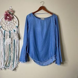 Cloth and Stone Chambray Frayed Top Blue Size Smal